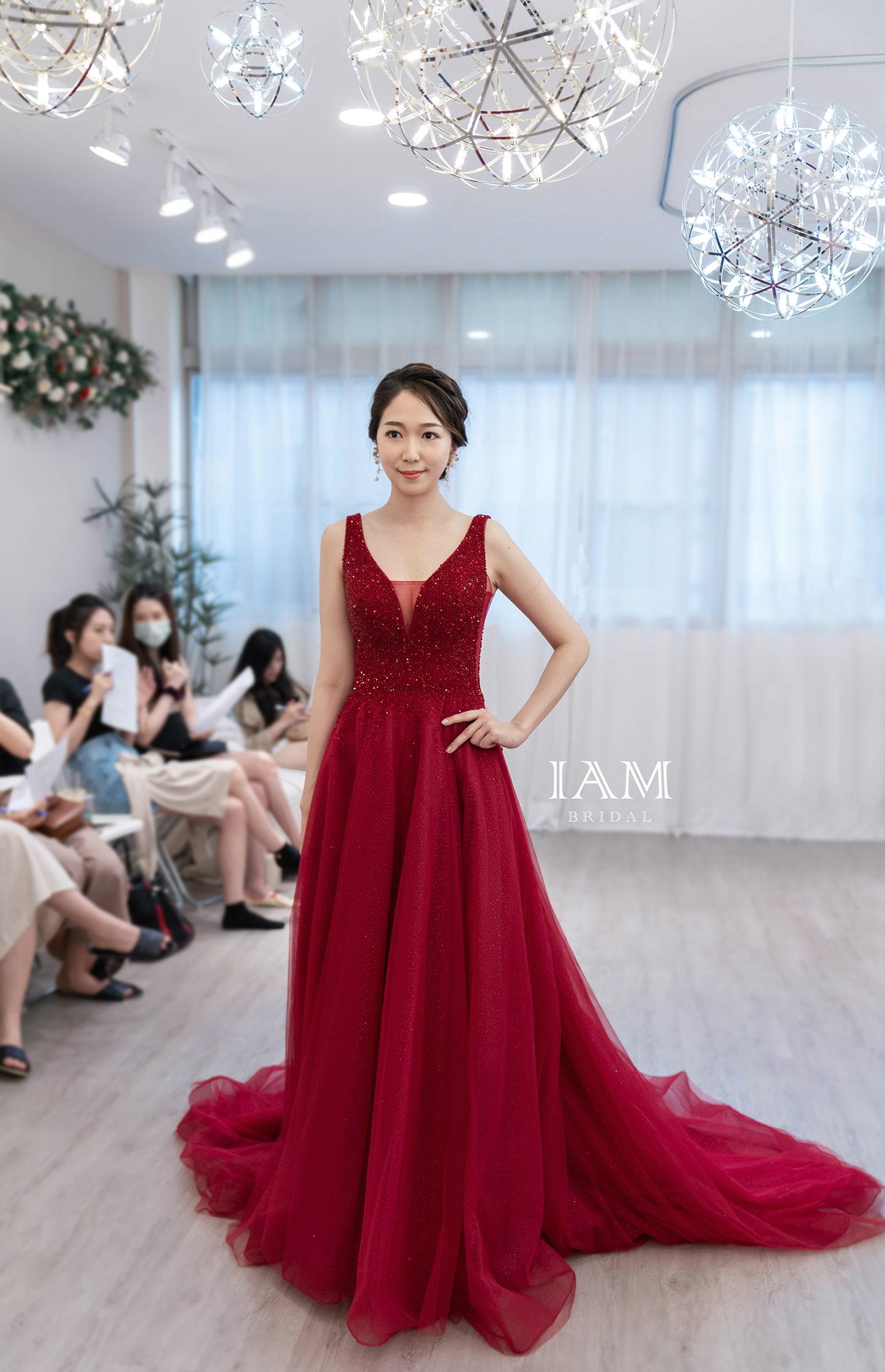 紅色V領晚禮服